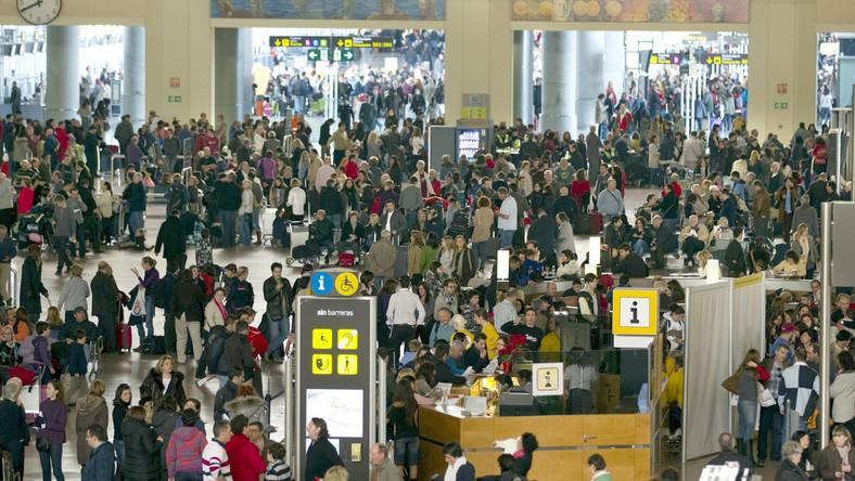 Do pracy przyszło 97 proc. kontrolerów lotów. Ruch lotniczy nad Hiszpanią został przywrócony