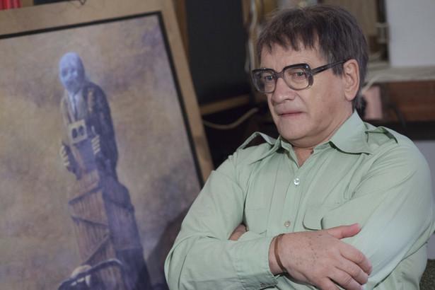 Ostatnia rodzina, reż. Jan P. Matuszyński Akcja filmu zaczyna się w 1977 roku, gdy Tomek Beksiński wprowadza się do swojego mieszkania. Jego rodzice mieszkają tuż obok, na tym samym osiedlu, przez co ich kontakty pozostają bardzo intensywne. Nadwrażliwa i niepokojąca osobowość Tomka powoduje, że matka – Zofia, wciąż martwi się o syna. W tym samym czasie Zdzisław Beksiński próbuje całkowicie poświęcić się sztuce. Po pierwszej nieudanej próbie samobójczej Tomka Zdzisław i Zofia muszą podjąć walkę nie tylko o syna, ale także o przywrócenie kontroli nad swoim życiem. Gdy Zdzisław podpisuje umowę z mieszkającym we Francji marszandem Piotrem Dmochowskim, a Tomek rozpoczyna pracę w Polskim Radiu, wydaje się, że rodzina najgorsze kłopoty ma już za sobą. Jednak seria dziwnych, naznaczonych fatum wydarzeń, dopiero nadejdzie… [opis dystrybutora]