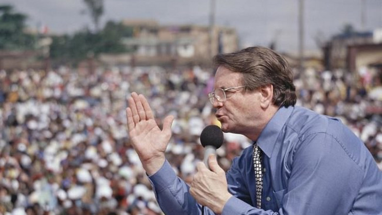 Reinhard Bonnke preaching to the people during his gospel campaign in Nigeria