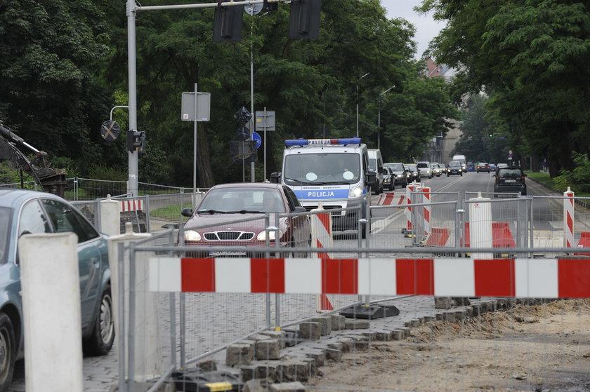 Utrudnienia dla kierowców na ul. Wyszyńskiego we Wrocławiu