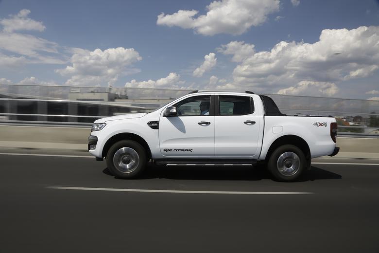 Ford Ranger: choć ma największy i najmocniejszy silnik, z powodudużej wagi wcale nie przyspieszał najlepiej. Za to podczas podjazdu w piasku radził sobie doskonale
