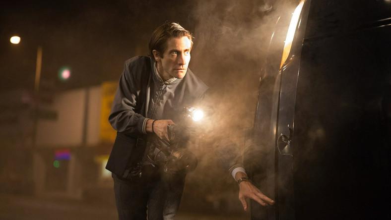"""32-letni Jake Gyllenhaal do roli w """"Wolnym strzelcu"""" drastycznie schudł i zapuścił włosy. Na planie miał też wypadek, który skończył się wizytą na pogotowiu. W jednej ze scen bohater grany przez Gyllenhaala rozbija lustro. Aktor podszedł jednak do sprawy zbyt emocjonalnie. Rozwalając je, poranił się w rękę. Po kilku godzinach na pogotowiu Gyllenhaal wrócił jednak do pracy, pomimo szwów"""
