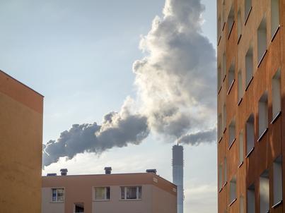 Ministerstwo przedsiębiorczości i technologii szacuje, że 91 proc. emisji pyłlu zawieszonego pochodzi z gospodarstw domowych