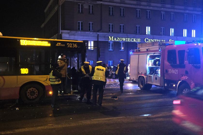 Tragiczny wypadek w Warszawie. Nie żyje kierowca