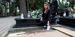 Makabra na cmentarzu! Wiktoria wpadła do grobu!