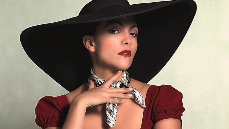 """Holenderka Caro Emerald zdobyła międzynarodową popularność, prezentując nowoczesną mieszankę swingu, jazzu i mambo. Jej debiutancka płyta """"Deleted Scenes From The Cutting Room"""" znalazła ponad milion nabywców w całej Europie i została uhonorowana specjalną Platinum Europe Award. A teraz równie dużym powodzeniem cieszy się nowy krążek """"The Shocking Miss Emerald"""""""