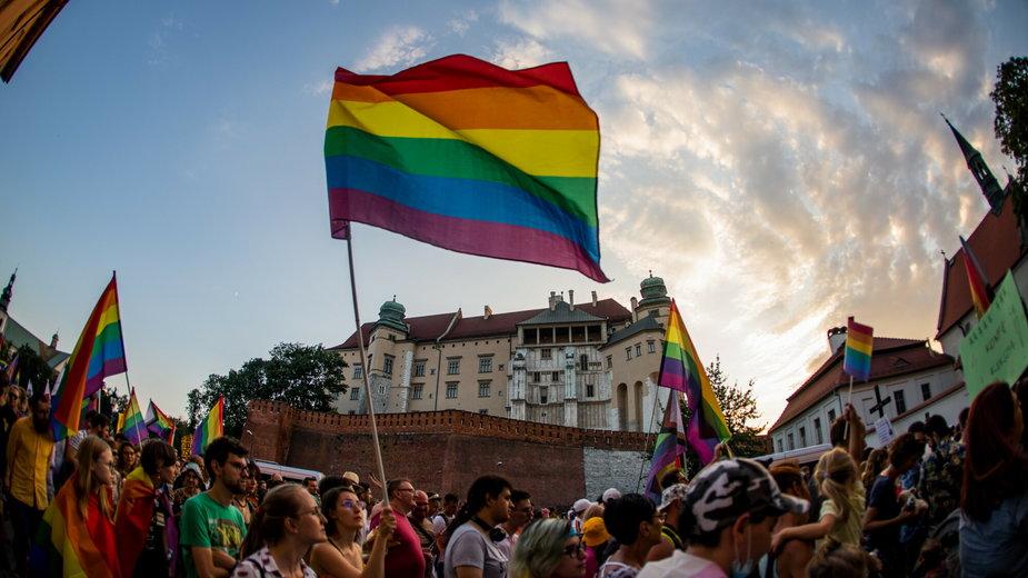 Rząd apeluje do samorządów o wycofanie się z uchwał anty-LGBT