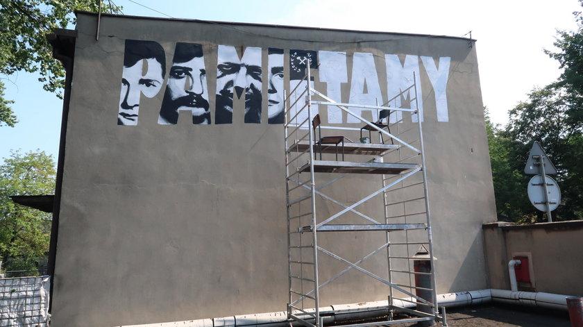 Katowice. Mural przy kopalni Wujek