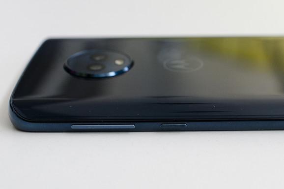 Telefon ima ekran sa odnosom strana 18:9