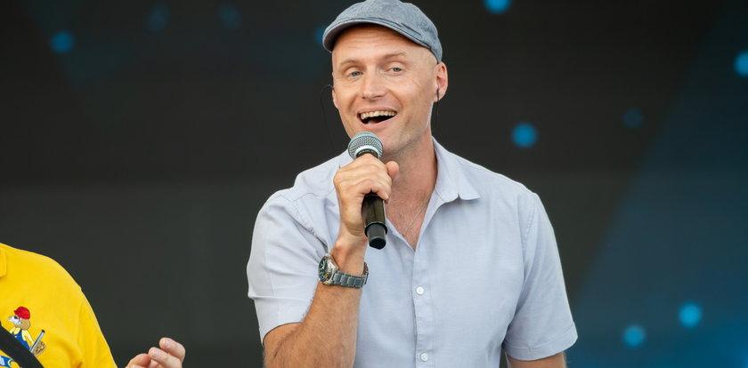 """Krzysztof Krawczyk junior nagrał piosenkę dla zmarłego ojca. Posłuchaj fragmentu utworu """"Tato"""""""