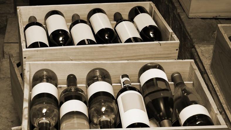 Chińskie podróbki francuskiego wina. Z błędami w nazwie...