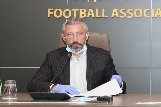 Slaviša Kokeza, predsednik FSS-a, na sednici Odbora za hitna pitanja Fudbalskog saveza Srbije