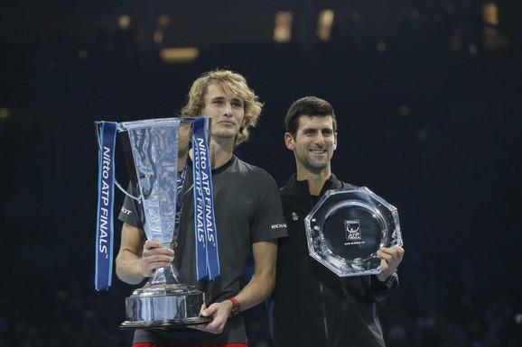 Novak Đoković i Aleksandar Zverev posle finalnog meča na završnom mastersu u Londonu