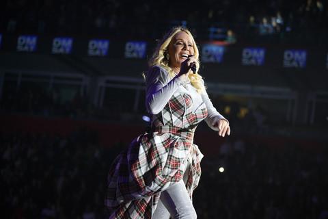 Brena je sinoć blistala na koncertu, a odmah potom UHVAĆENA U NEPREPOZNATLJIVOM IZDANJU!