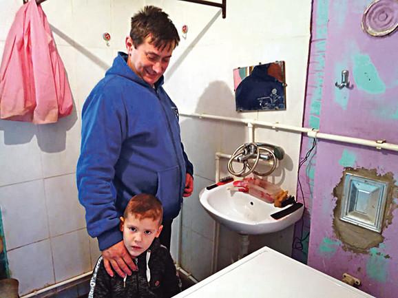 Kuća u kojoj živimo nije naša, koristimo samo jednu sobicu i kupatilo, kaže Saša