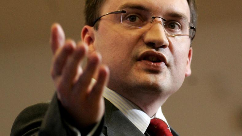 Ziobro krytykuje prokuraturę za opóźnioną informację o przesłuchaniu Krauzego
