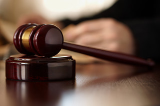 Błędy sądów i prokuratury: Odpowiedzialność będzie ograniczona