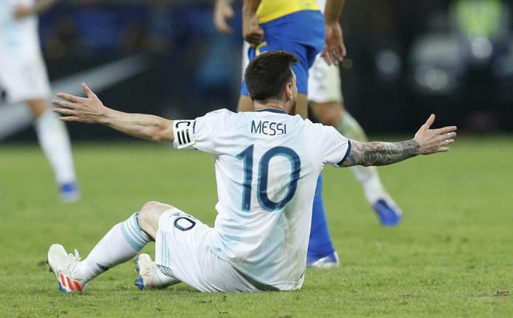 Fudbalska reprezentacija Brazila, Argentine, Mesi