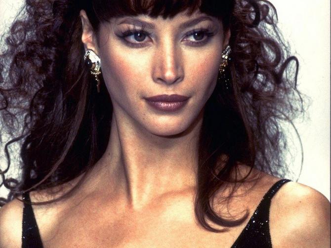 Pre 28 godina izgledala je OVAKO, a sada je pokazala kako DOSTOJANSTVENO STARI! Bez IJEDNE PLASTIČNE OPERACIJE, a lepša je čak i od Monike Beluči!