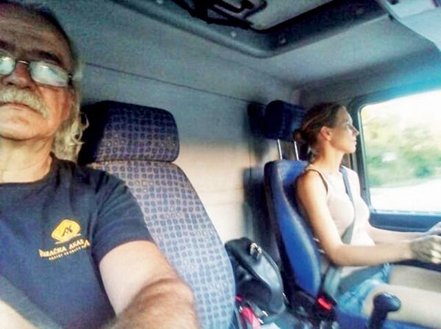 Milkica Stojkov vozi taksi dvet godina, a sad je položila i za C kategoriju