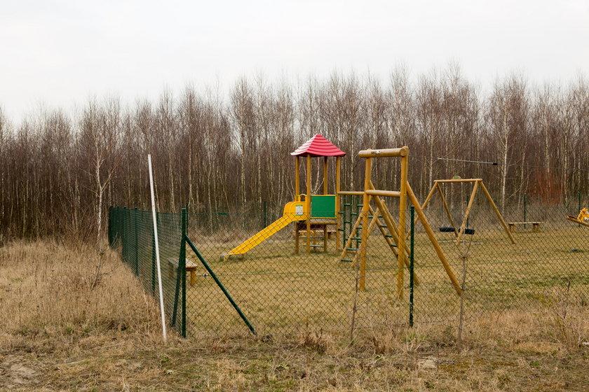 Plac zabaw w lesie
