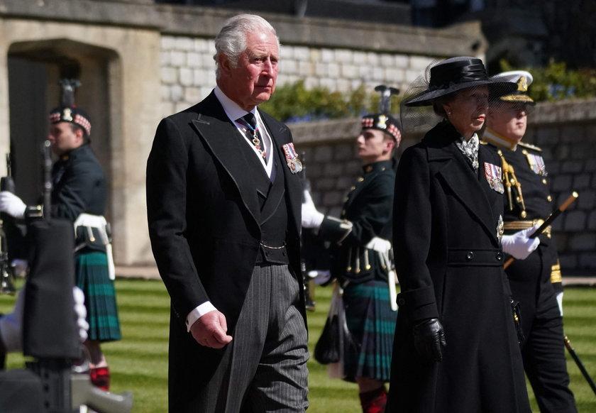 Książę Harry poszedł na spacer z ojcem i bratem. Wcześniej napisał do Karola osobisty list. Czy się pogodzili?