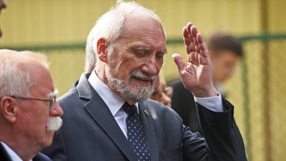 Antoni Macierewicz na pogrzebie Żołnierzy Wyklętych w Krakowie