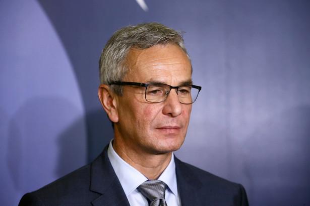 Według Andrzeja Biernata - gościa radiowej Trójki, nie ma problemu w korzystaniu z usług byłego przedstawiciela obcego państwa przez szefa polskiej dyplomacji.
