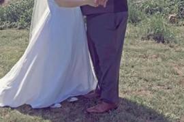Ceo svet pilji u njihovu sliku sa venčanja: Niko ne gleda u mladence već u ONO ŠTO SE DEŠAVA IZA NJIH