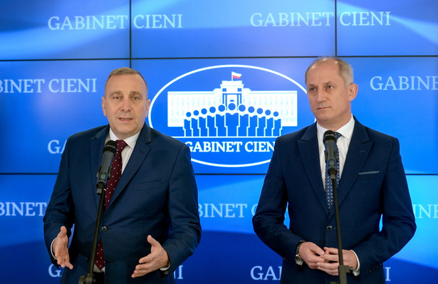 Lider Platformy Obywatelskiej Grzegorz Schetyna oraz przewodniczący klubu parlamentarnego PO Sławomir Neumann