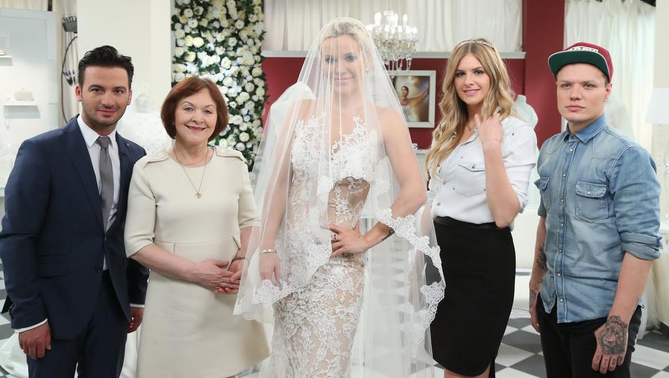 8f8451a4bf Doda i jej dwie suknie ślubne. Kim jest jej mąż   ZDJĘCIA  - Plejada.pl
