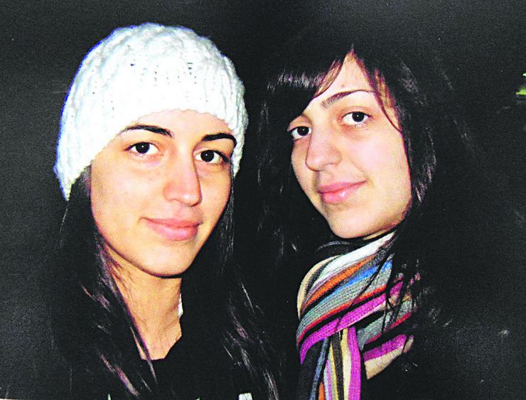 NIS01 Nastradala Milica Petrovic levo sa belom kapom i njena sestra Marija koja je tesko povredjena desno sa salom oko vrata foto Branko Janackovic