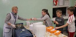 Segregacja w szkole: dla biednych dzieci plastiki, dla bogatych porcelana