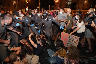 Izrael: Demonstracje przed siedzibą premiera i przed Knesetem