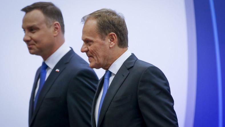 """Po spotkaniu szef Rady Europejskiej mówił, że Polska zawsze mogła liczyć na pomoc instytucji unijnych i do tej pory nie miała wrogów, choć różne były interesy państw członkowskich. Donald Tusk apelował o powstrzymanie się od """"histerycznych sformułowań"""" po obu stronach - w Warszawie i Brukseli."""