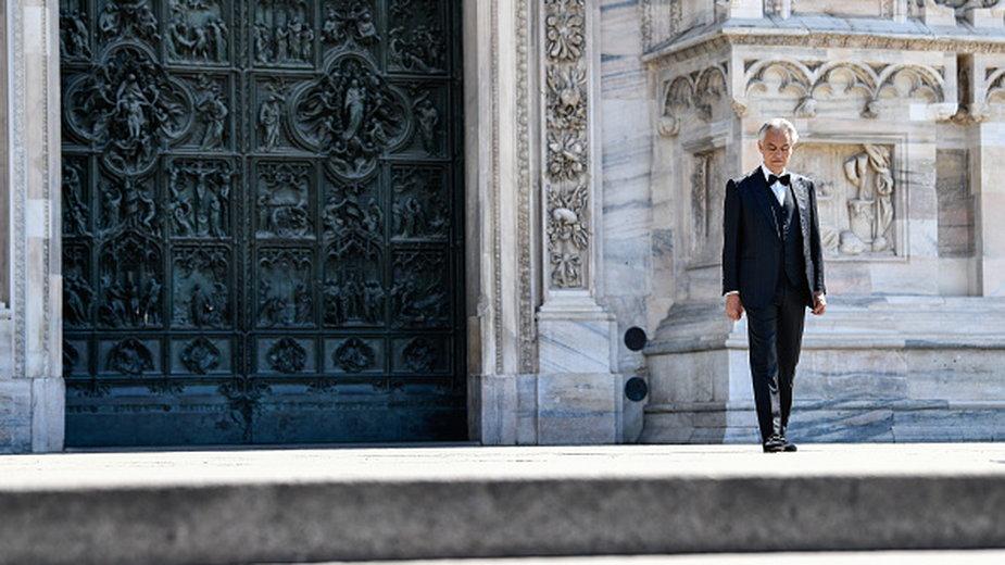 Andrea Bocelli przed kaplicą w Mediolanie - 2020 r.