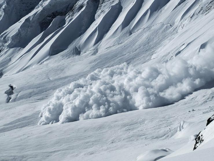 Lavina se nekad kreće brzinom od 300 km/h i nosi 10 miliona tona snega