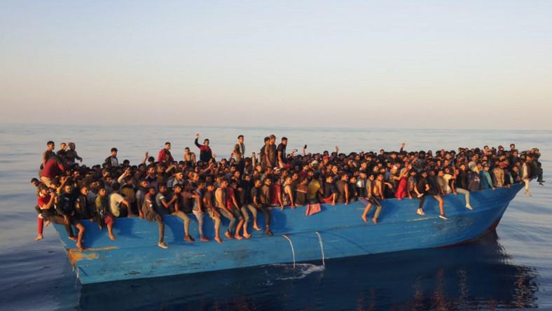 Setki imigrantów na kutrze rybackim