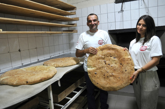 Pekar Dragan Lazić Čepurinu poslao lepinju tešku deset kilograma