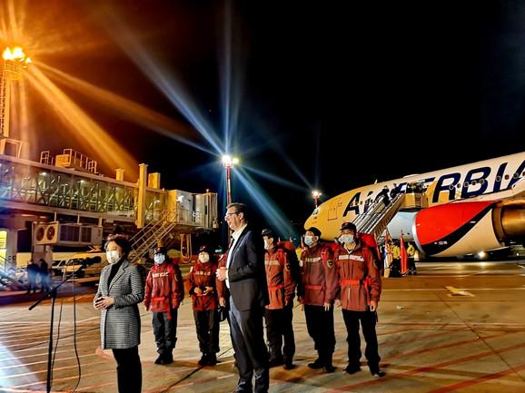 Prvi avion kineske pomoći dočekao je predsednik Srbije Aleksandar Vučić