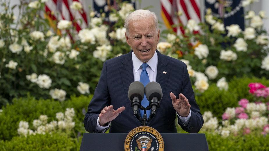 Joe Biden ogłasza zniesienie obowiązku noszenia maseczek