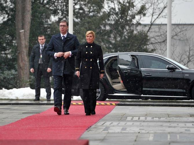 O natpisu na Kolindinom kaputu priča region: I ove političarke su odećom vodile politiku