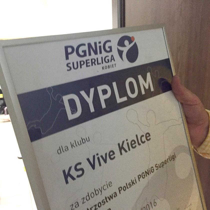 Vive Tauron Kielce otrzymał dyplom dla zwyciężczyń żeńskiej Superligi!
