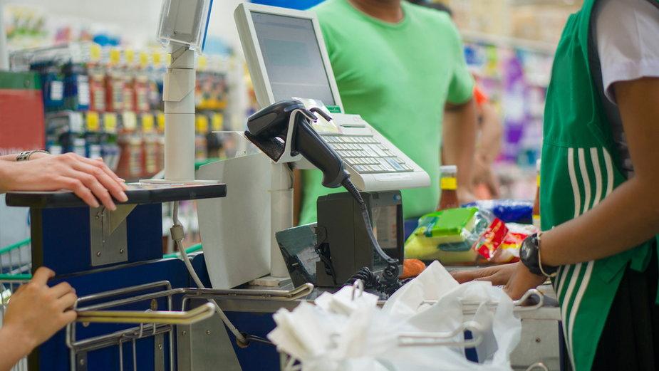 """""""Żyjemy w napięciu. Klienci sklepu wyżywają się na nas"""" (zdjęcie lustracyjne)"""