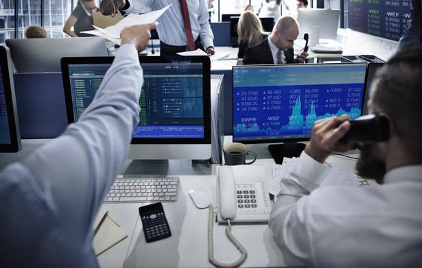 Podczas dwóch ostatnich sesji warszawska giełda zachowuje się odwrotnie do zachodnioeuropejskich rynków.