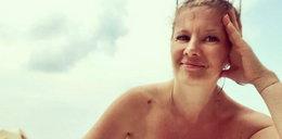 """Czesia z """"Klanu"""" na plaży bez topu! To nie koniec odważnych zdjęć"""