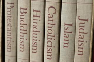 RPO: Dyskretne oznaki przekonań religijnych w pracy nie naruszają praw
