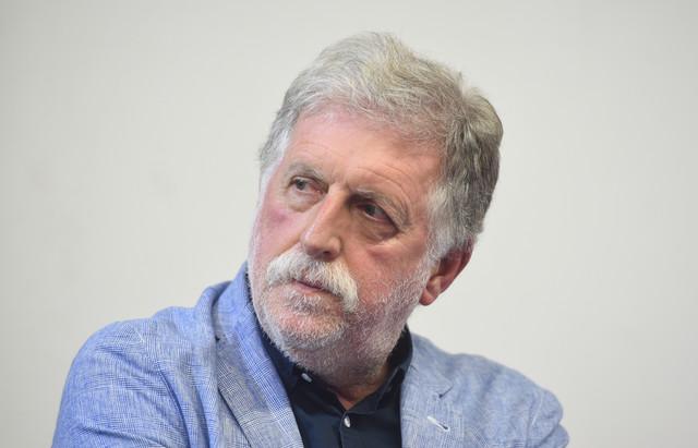 Piše: Petar Peca Popović