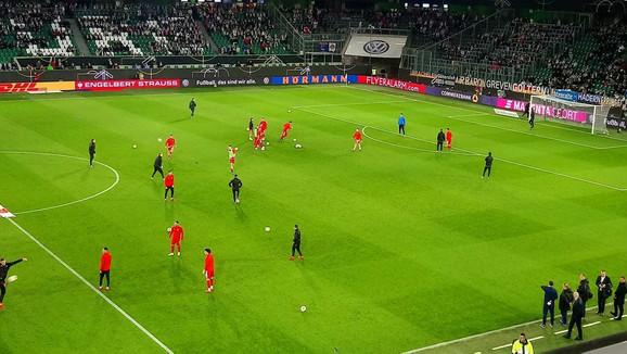 Fudbaleri Srbije na zagrevanju pred meč sa Nemačkom