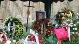 To był znak od zmarłego dziennikarza? Stało się to, kiedy urnę składano do grobu